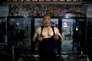 Beijing bodybuilders pump iron in converted bike shed