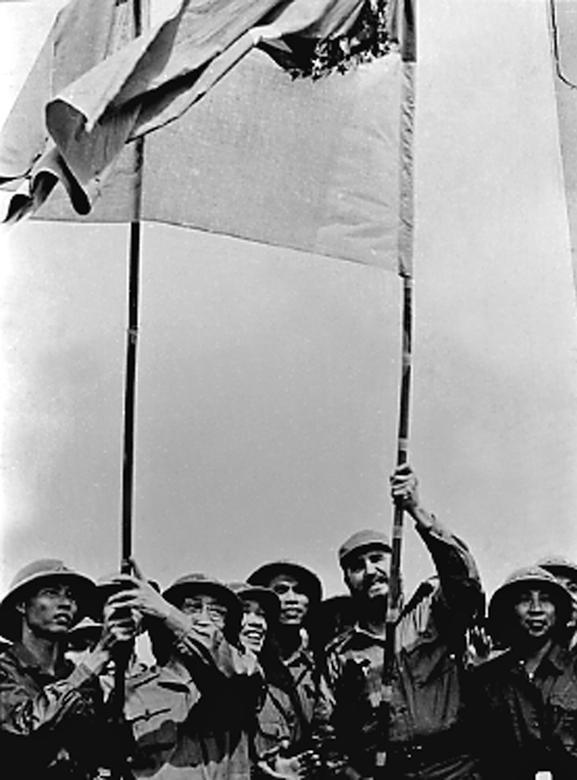Fidel Castro besucht die befreiten Gebiete in Südvietnam, Oktober 1973. | Bildquelle: REUTERS | Bilder sind in der Regel urheberrechtlich geschützt