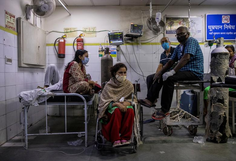 At Lok Nayak Jai Prakash Narayan (LNJP) Hospital in New Delhi, the country's largest facility treating COVID-19 patients, two or three patients were seen sharing single beds in some wards. REUTERS/Danish Siddiqui