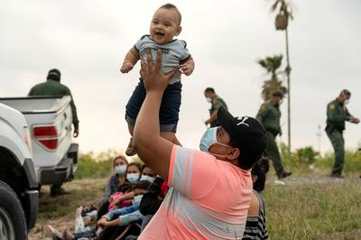 Families arrive at U.S.-Mexico border in search of asylum
