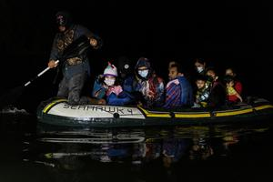 Migrants cross into U.S. under cover of night