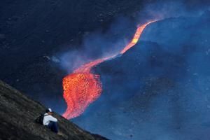 Lava flows as Guatemala's Pacaya volcano erupts