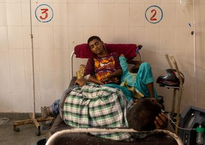 India's brutal COVID wave spreads to small towns