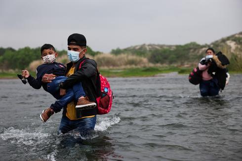 Asylum-seekers wade across Rio Grande into U.S.