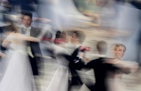 Young Russians waltz night away at Viennese Ball after pandemic halt