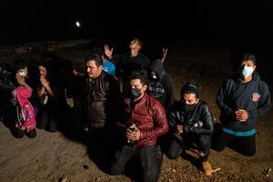Asylum-seekers cross Rio Grande into U.S.