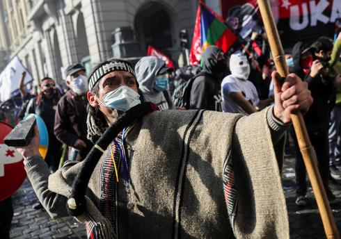 Architects of Chile's new constitution gather amid street protests