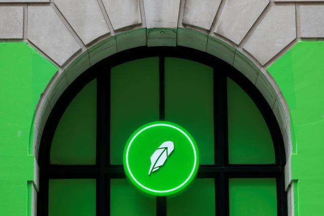 Robinhood shares tumble after PayPal news, SEC scrutiny of key revenue  stream   路透