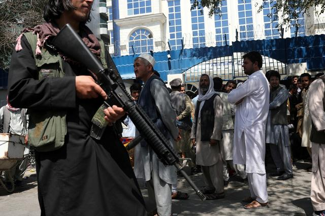 FILE PHOTO: A Taliban security member holding a rifle ensures order in front of Azizi Bank in Kabul, Afghanistan, September 4, 2021.  WANA (West Asia News Agency) via REUTERS