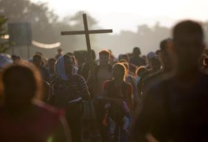 Caravan of hundreds of migrants press north across Mexico